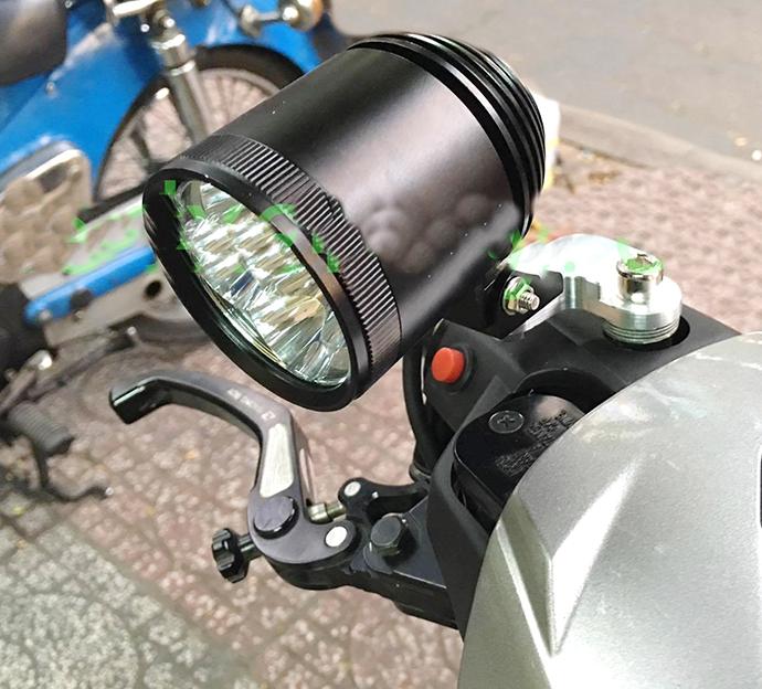 Pát Nhôm CNC Gắn Đèn Trợ Sáng L4 Với Chân Kiếng MS2149