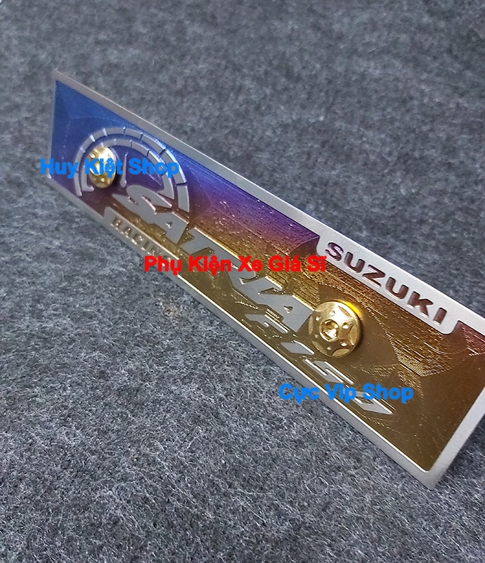 Bảng Tên Satria Titan 3D (Tặng Kèm 2 Ốc Xi Titan, Vàng) MS2449