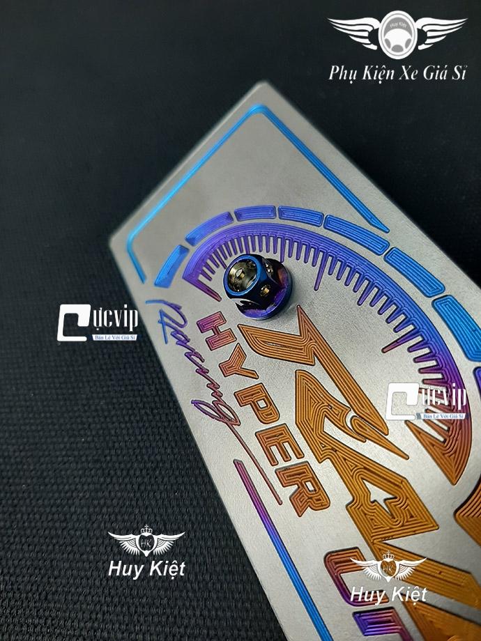 Bảng Tên Raider Titan (Mẫu Titan Khò) Kèm 2 Ốc Vương Miện MS3671