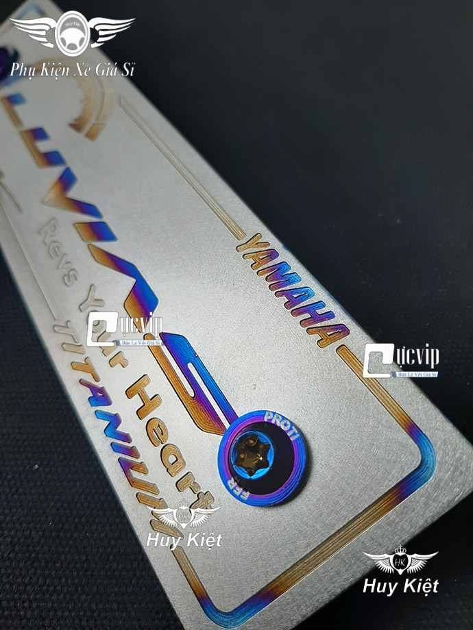 Bảng Tên Luvias Titan (Mẫu Titan Khò) Kèm 2 Ốc ProTi MS3691